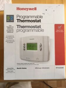 thermostat programmable Honeywell modele RTH2300B