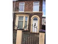 Modern well presented unfurnished two bedroom apartment situated on Freehold Street L6