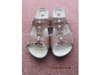Women's Clarks 'Unstructured' All leather Sandals Size 7.5M