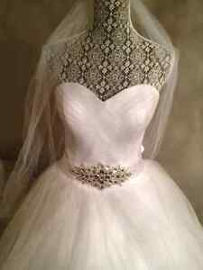 Ball Gown Wedding dress with Bling Belt! Stunning white.