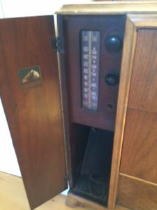 Vieux meuble radio RCA Victor