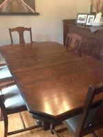 Beautiful Solid Oak Antique Dining Room Set