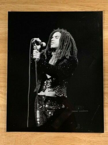 8x10 BLACK AND WHITE PHOTOGRAPH OF LENNY KRAVITZ ONSTAGE circa 1990s