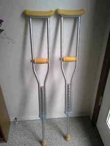 """Set of crutches 5'2"""" to 4'6"""""""