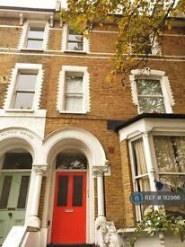 1 bedroom flat in Amhurst Road, London, E8 (1 bed)