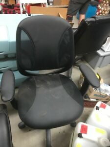 MANAGERS OFFICE CHAIRS - BLACK