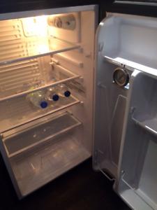 Réfrigérateur de bar Insignia 3,3 pied cubes en stainless