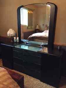 6 piece Queen size bedroom set