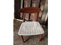 set 0f 4 schreiber chairs and table retro style