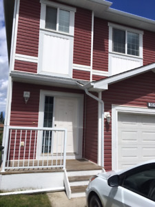 Beautiful 4 Bedroom house 4 rent in Airdrie family neighborhood