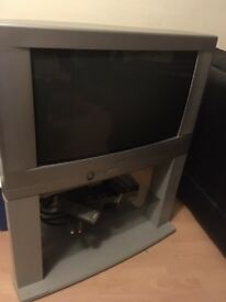 "Tv old style , not flat 28"" sharp"