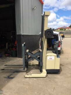Electric Forklift Crown Wakie Reach