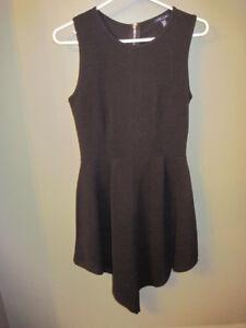 Très jolies robes noires pour les Fêtes ou le sud - Taille M