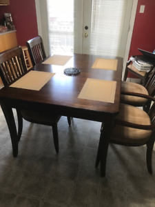 cherry finish dinning room table / 6 chairs
