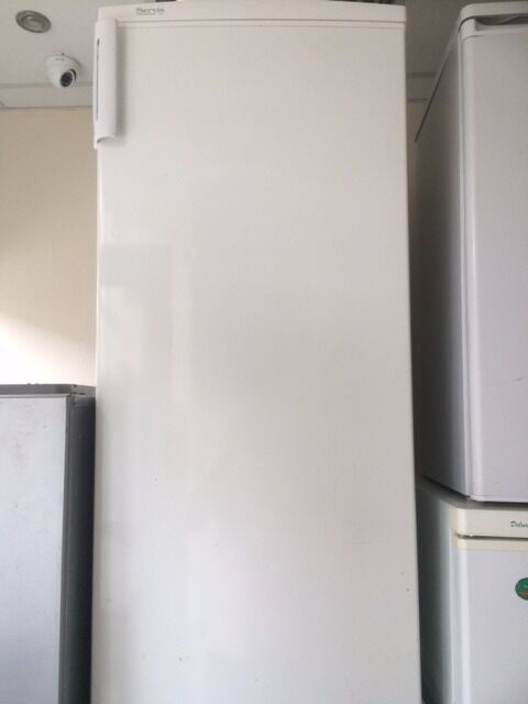 Servis Fridge Freezer With Free Deliveryin Stratford, LondonGumtree - SERVIS Very Nice Fridge Freezer With free Delivery Fully Working And Fully Tested Size Wide 50 cm Tall 140 cm price 89.99 pounds 90 Days warranty Contacts number 07764785707 We Removal and installation with free delivery under 3 miles All appliances...