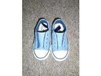 Boys shoes size 6(post it)