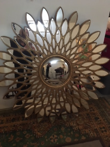 BEAUTIFUL LARGE GOLD MIRROR FOR SALE(MUST PICK UP)