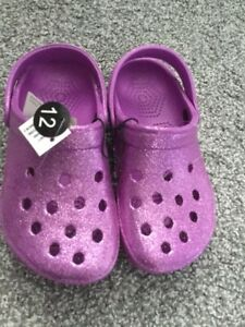 BRAND NEW girls kids water shoes/sandals - $5