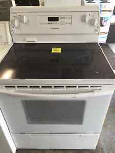 30 inch White Glass Top Stove Excellent Condition with Warranty