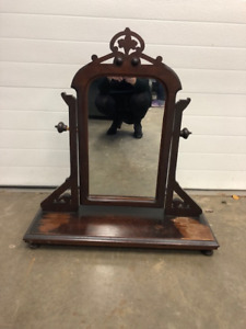 Adjustable Mirror Stand