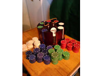 CARD GAMES - POKER CHIPS IN WOODEN CAROUSEL PLUS LOTS OF SPARE CHIPS
