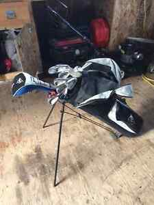 Set golf clubs - right handed adult