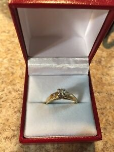 14 kt Gold Diamond Ring - Size 7