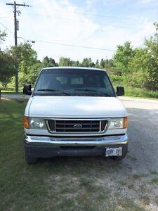 2003 Ford E-350 XLT Minivan, Van