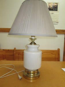 2 ACCENT LAMPS