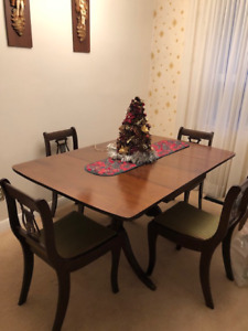 Duncan Phyfe Cherry Dining table w 4 chairs