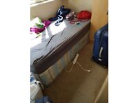 ***Renting a lovely single room 5 minutes way from Shadwell Statiom***
