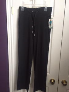 New roots pants size small (with a tag)