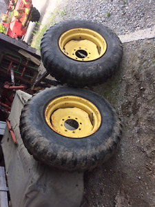 9:00 x 20 spreader tires of NH 328