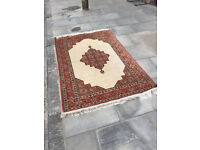 Rug 6ft x 4 ft lovely rug with great design, feel free to view free local delivery