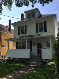 Student House- Walk to Uni/Hospitals/Downtown/short or long term
