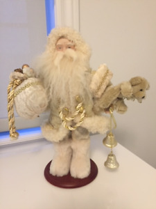 SANTA CLAUS ON A WOOD STAND