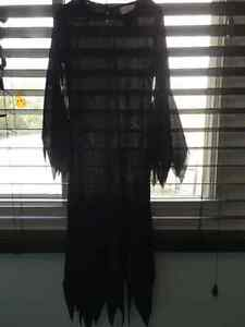 Morticia/Witch Girls size 7-8 costume Kingston Kingston Area image 1