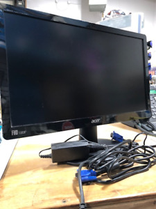 "17"" Acer monitor with connection cables"