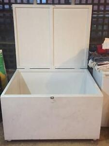 Large White Chest / Storage Box Canada Bay Canada Bay Area Preview