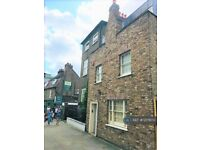 3 bedroom house in Market Place, Brentford, TW8 (3 bed) (#1217873)