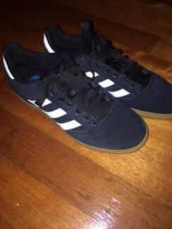 adidas skate shoes busenitz size 10 black and gum. ALMOST NEW!