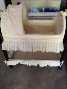 BASSINET  c/w  - SWING AND CHIME