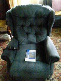 Celebrity electric riser/recliner chair