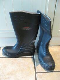 Trucker wellington safety boot size 9 (Unused)