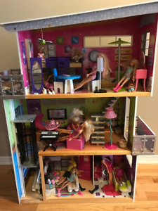 Kidskraft 3 Storey Doll House