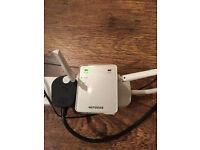NETGEAR EX2700-100UKS Mini 300 Mbps WiFi Range Extender (Wi-Fi Booster)