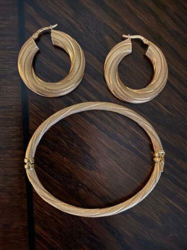 18kt Italian Gold Bangle Bracelet & Earrings Set. 16g. Vintage 18ct Fine Jewelry