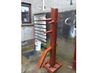 Hi there , im selling a wing chun training dummy [ Mook Jong ] , can deliver...