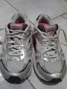 SAUCONY, Cohesion Running Shoe, Girls, Size 1