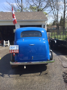 1937 Chevrolet Deluxe 2 Door Sedan